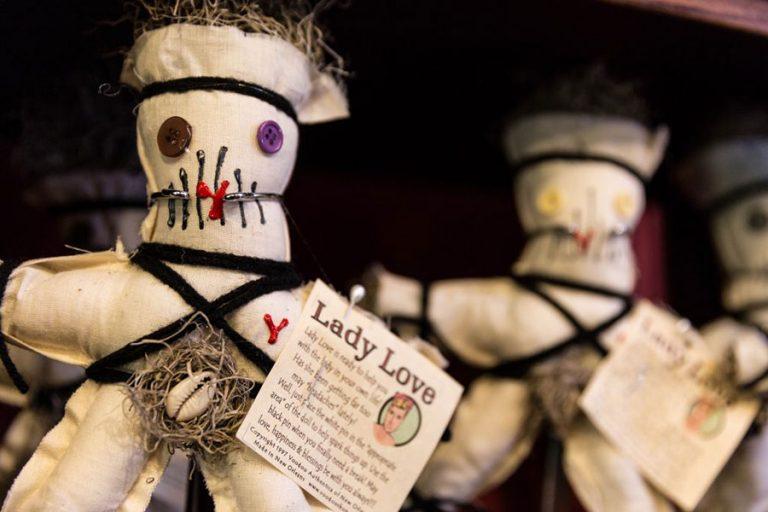 Voodoo Puppe © Zack Smith